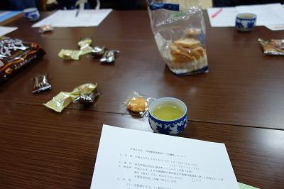 会を楽しく円滑に進めるにはなんといってもお茶とお菓子が一番。。もちろん資料作り準備は欠かせません。いろいろなアイデアの出るのが楽しみです。